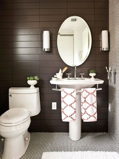 Love The Towel Bar Attached To The Pedestal Sink Bath Ideas