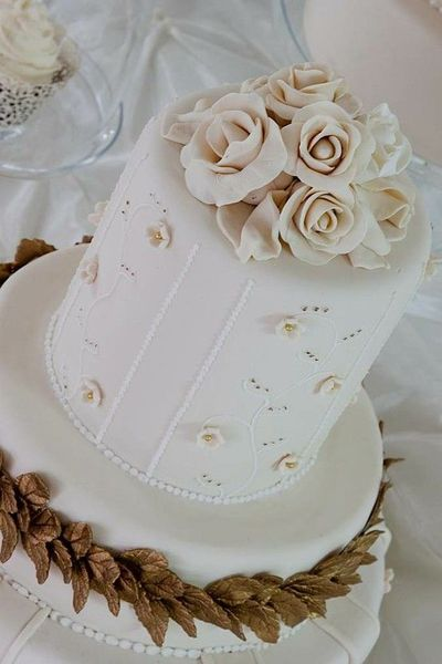 totally decadent, classic coloured wedding cake from Vanilla Bean Cakes