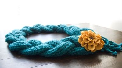 Free knitting pattern for this chunky braided scarf. It... / Knits and s...
