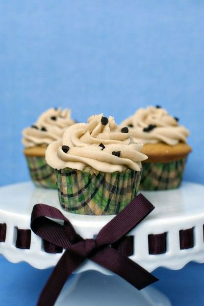 Chocolate Chip Cookie Dough Cupcakes with Brown Sugar Frosting Follow Pic for the recipe, I'm going to try soon!