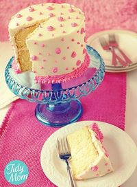 Cute cute buttercream cake (from a box that tastes homemade!)