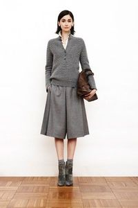 Akris Pre-Fall 2011 (would never be able to pull off those long shorts, but they're interesting nevertheless)