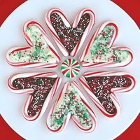 candy cane hearts for those who love hot chocolate too (possible little elf helper project)