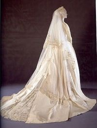 Grace Kelly's wedding dress at the Victoria & Albert Museum