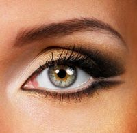 How to Remove Unwanted Eyebrow Hairs