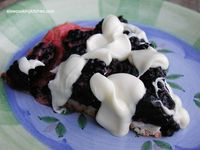 No-bake Blackberry Pie: The white chocolate layer atop the shortbread crust adds the perfect touch to this delicious no bake...[read more at Food Frenzy]