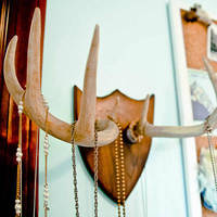 Deer Antler Necklace Rack DIY Fashion and Craft Tutorials | Stars for StreetlightsStars for Streetlights