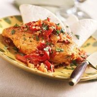 Smoked chicken with red pepper sauce. Under 200 calories per serving.